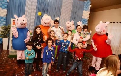 Animação de festa com com tema Família Pig, em Videira