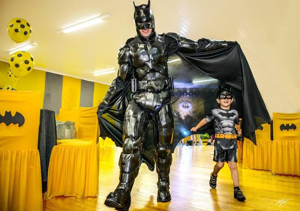 Animação de festa com o tema Batman, no Zigzigzah, em Joaçaba